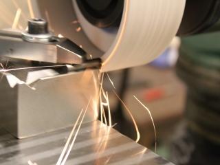 Universelle Schleifmaschinen und Schleifmaschinen für Ebenen